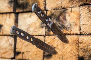 Метание ножей